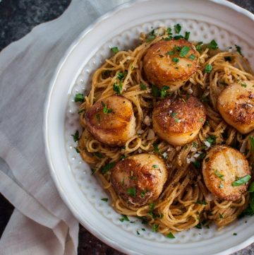 Chipotle lemon tarragon scallops with angel hair pasta is a great choice for a dinner party or date night. Ready in less than 30 minutes!