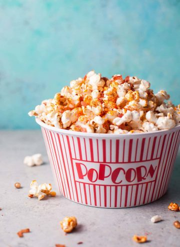Spice up your popcorn with sriracha and bacon! This snack is fast, easy, and delicious to munch on.