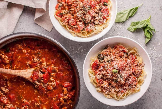 This easy 20 minute turkey bolognese is a fab weeknight pasta idea that also makes great leftovers!