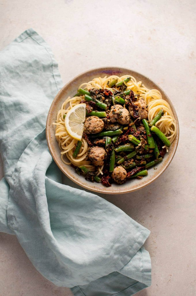 This chicken sausage pasta with spinach, lemon, and green beans is healthy, full of flavor, and filling! Ready in less than 30 minutes.