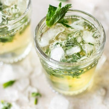This easymint julep recipe is the classic refreshing Kentucky Derby cocktail with bourbon, simple syrup, and mint.