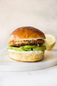 These easy salmon burgers are healthy, quick, fresh, and have a Cajun twist. Want to know how to cook these delicious burgers? Click for the recipe! Make them low-carb with lettuce, or load up a bun.