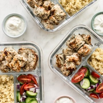 This easy Greek grilled chicken meal prep bowl recipe makes healthy lunches for the week! Quinoa, vegetables, and plenty of garlic make these bowls really tasty.