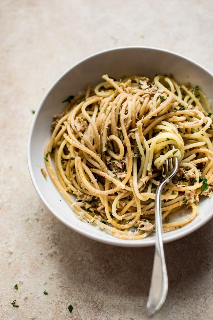 This healthy 15 minute garlic tuna pasta is amazing when you're short on time and ingredients!