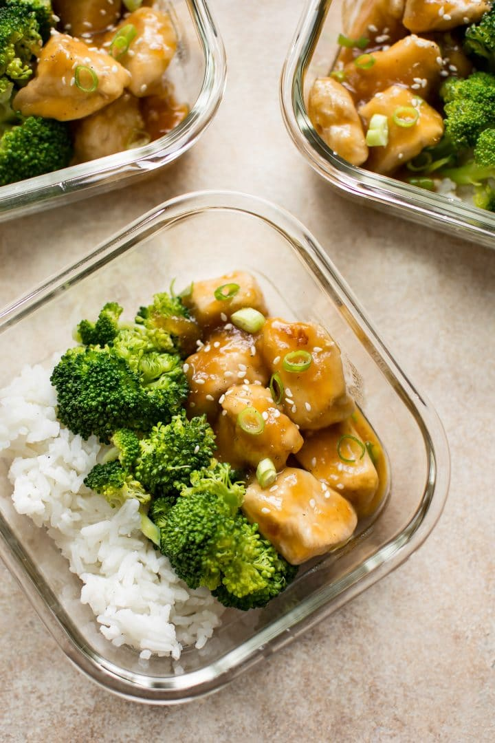 These honey ginger meal prep bowls are simple to make and easily customizable - feel free to swap the rice and broccoli with other options if you wish.