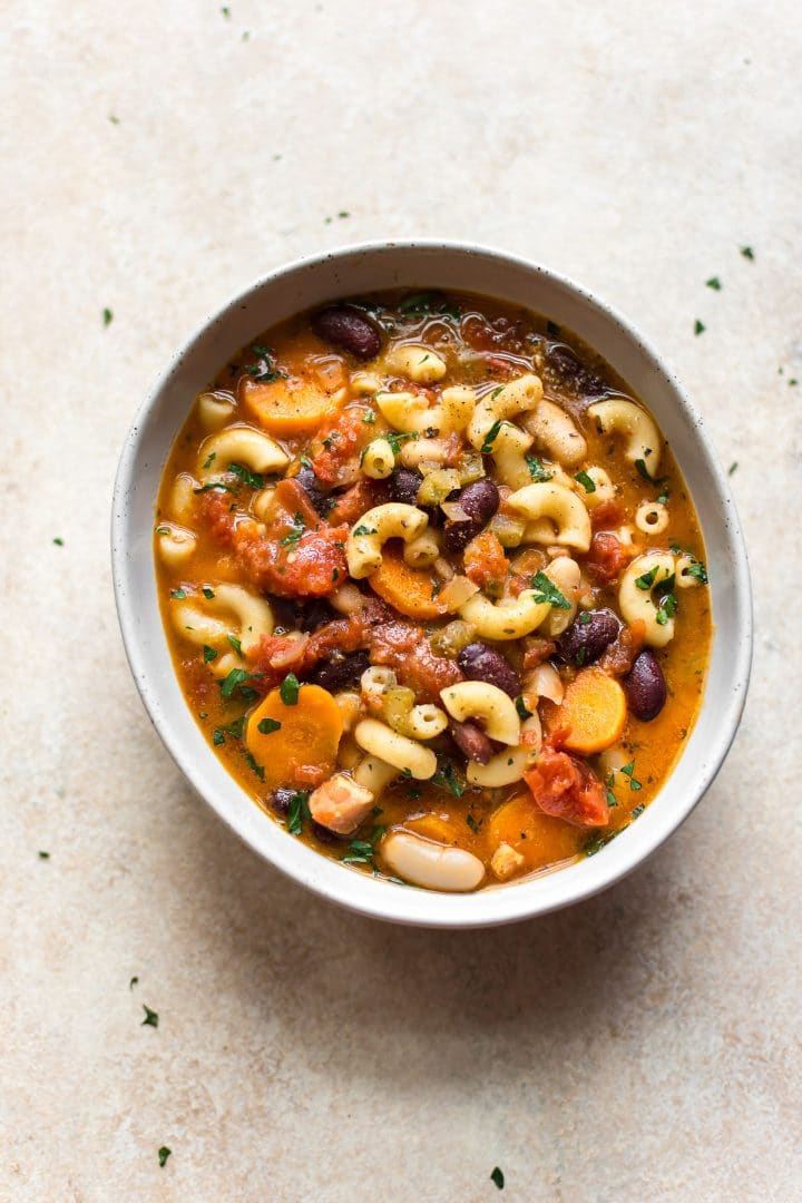 Healthy pasta e fagioli - a tasty traditional Italian soup of pasta and beans that the whole family will adore!