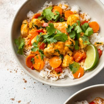 The best Thai chicken curry (in two beige bowls)