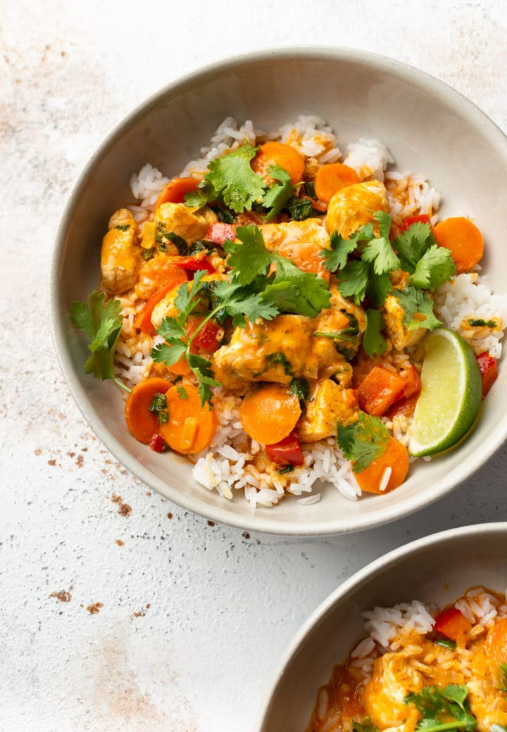 The best Thai chicken curry (in two beige bowls)