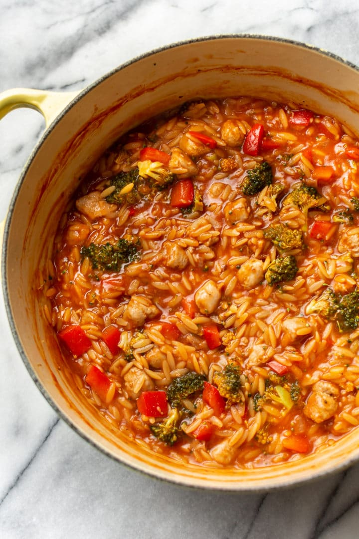 tomato orzo with chicken sausage and broccoli in a pot