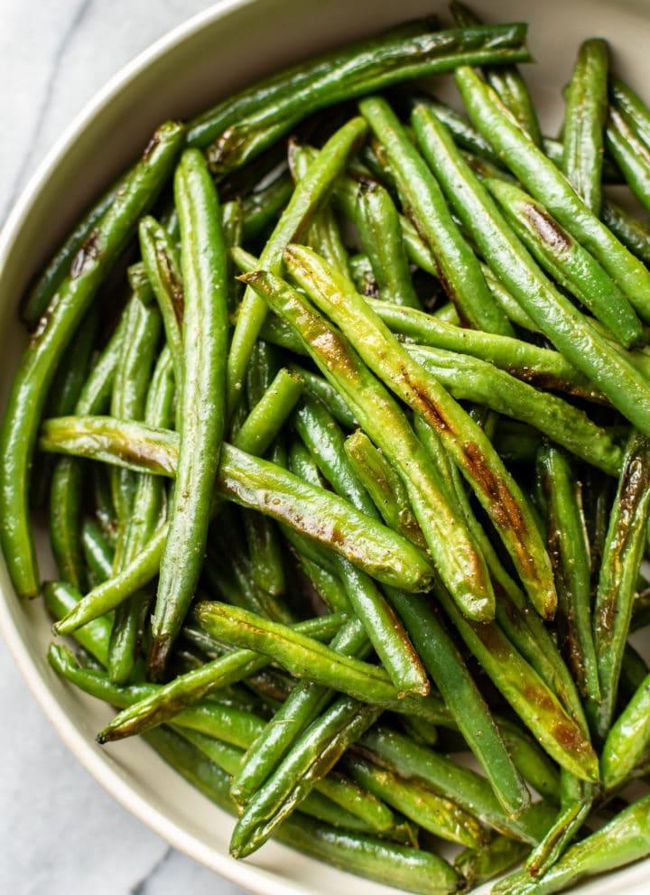 garlic roasted green beans close-up